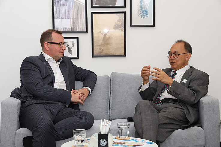 H.E. Kasit Piromya and Dr. Axel Neubert exchanged their opinions about projects in cooperation between APHR and HSF