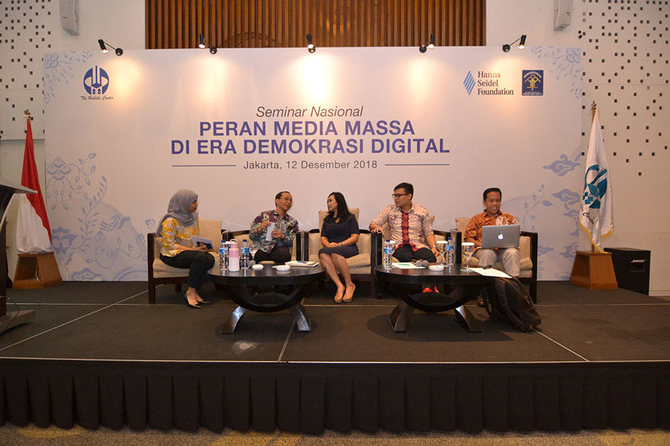 The expert panel discussed about the influence of mass media in the era of digital democracy.