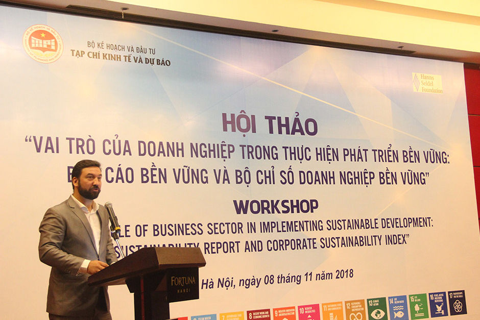 Mr. Moritz Michel of HSF Vietnam makes his opening speech