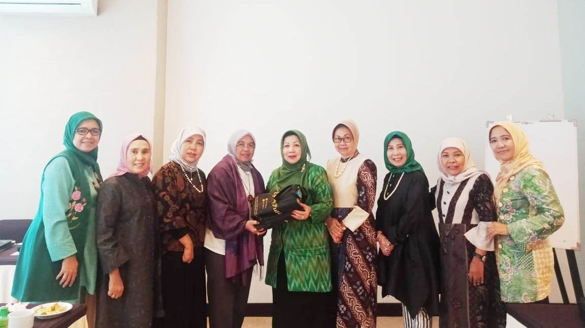 Group photo of the participants from Muslimat NU