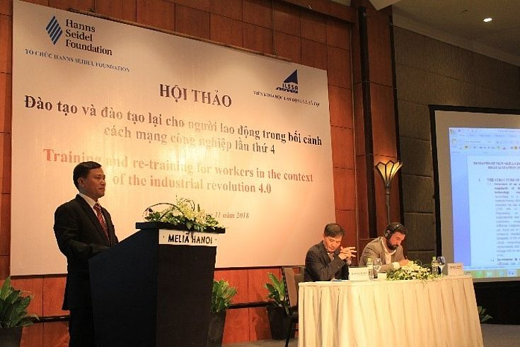 Mr. Nguyen Van Hong – Head of the General Management, JAC Limited Liability Joint-Stock Company Viet Nam, participating at the discussion during the workshop