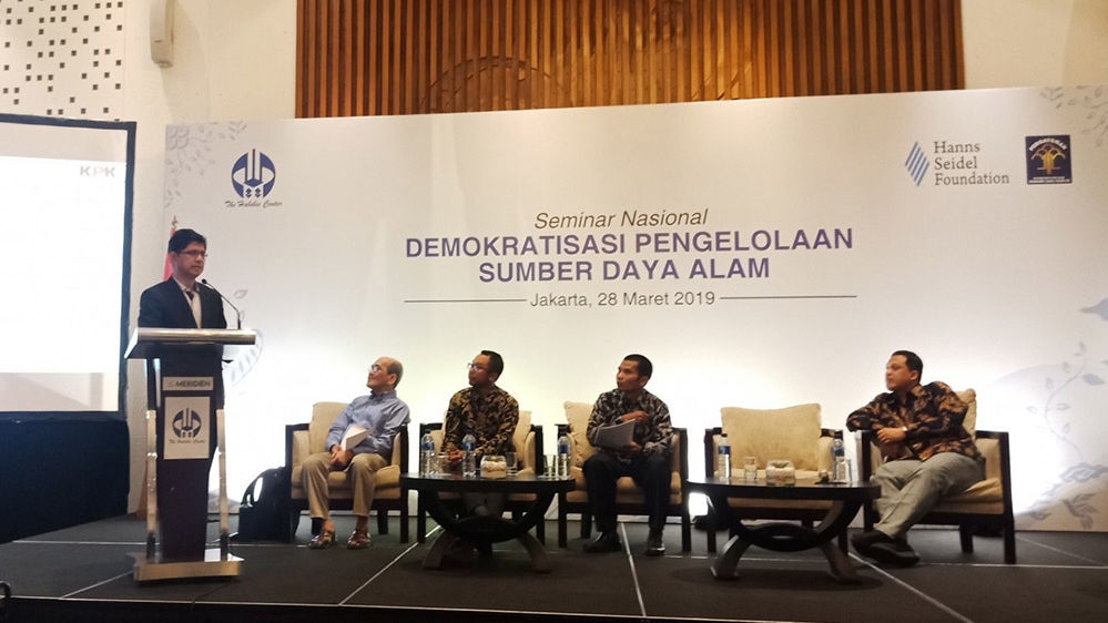 Deputy chairman of KPK, Mr. Laode M Syarif, presents his findings in a panel session.
