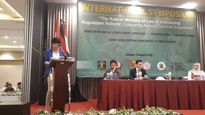 An international legal expert presents on regulatory reform issues.