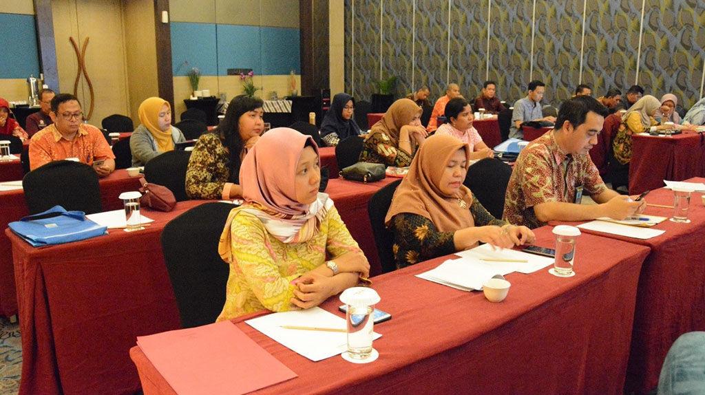 The participants listen to a presentation