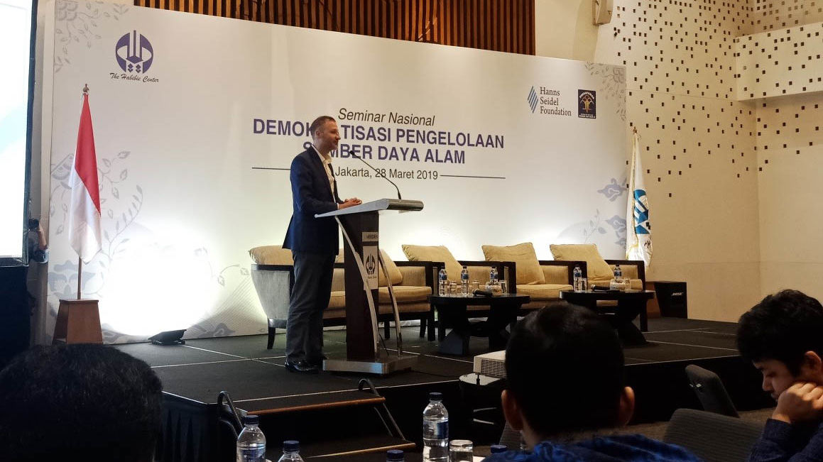 Dr. Daniel Heilmann, Resident Representative of HSF Indonesia, delivers the opening remark.
