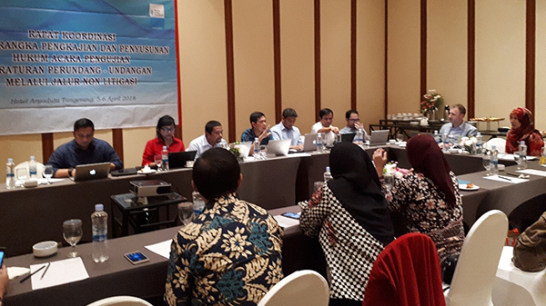 The experts from the Indonesian Ministry of Justice and various law faculties discuss issues of harmonization.